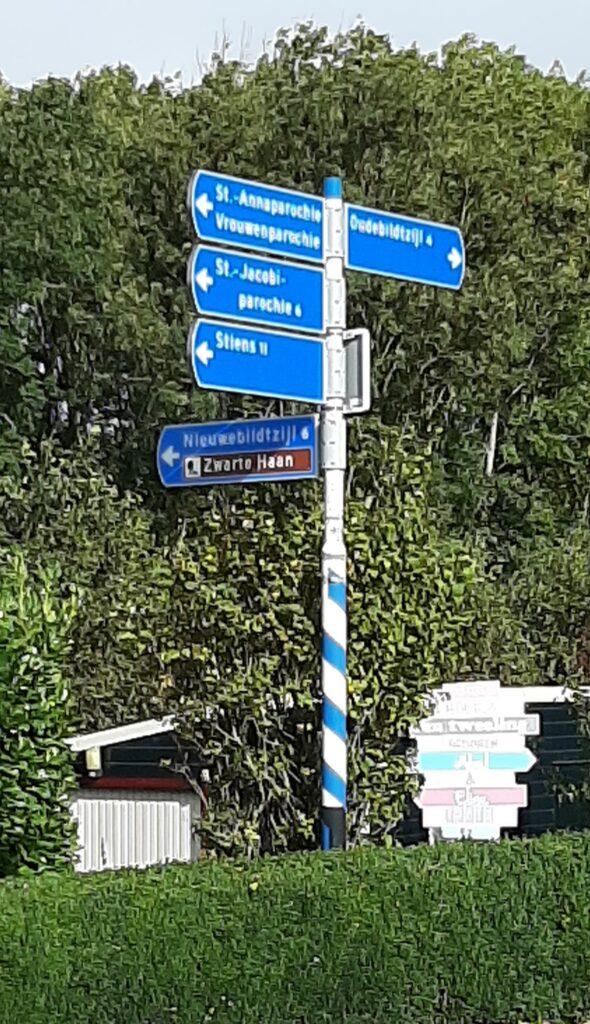 Wegwijzer op de kruising Schuringaweg- Oudebildtdijk