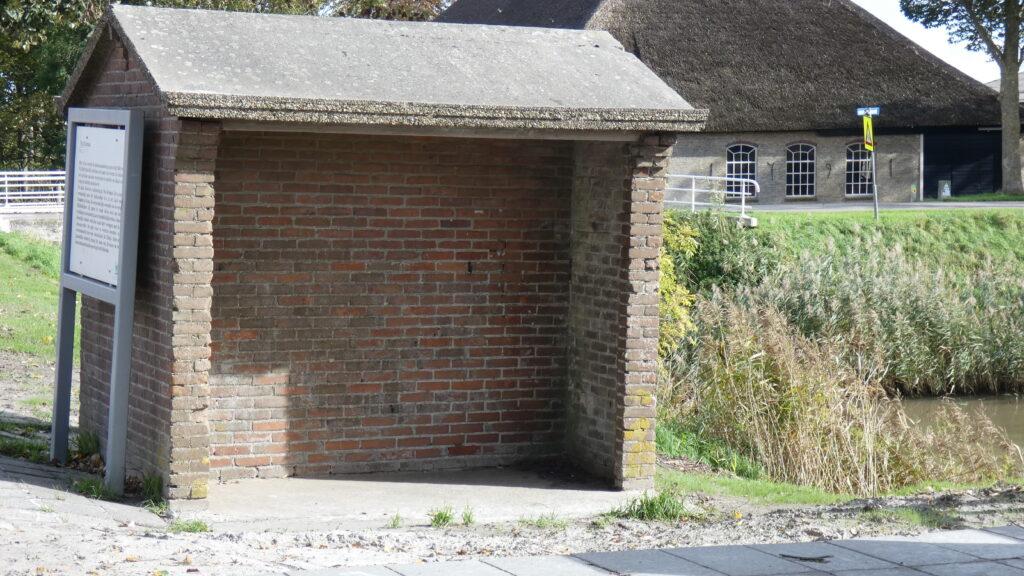 Het oude vertrouwde bushokje aan de Oudebildtdijk