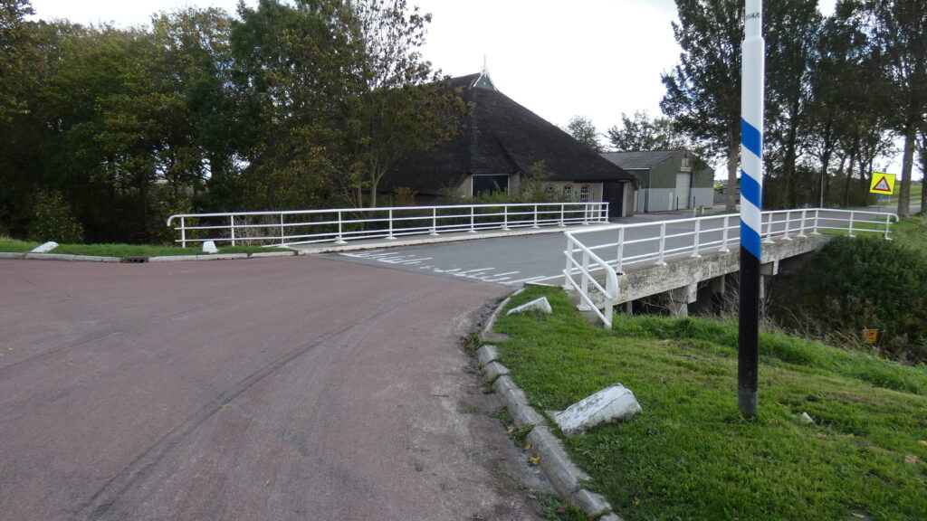 Boerderij vlakbij de brug in Nij Altoenae